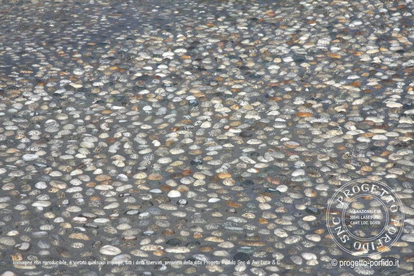 Piastrelle in gres effetto pietra naturale pietre di fiume