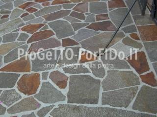 mosaico gigante di porfido