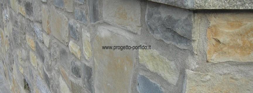 Copertina su muro rivestito