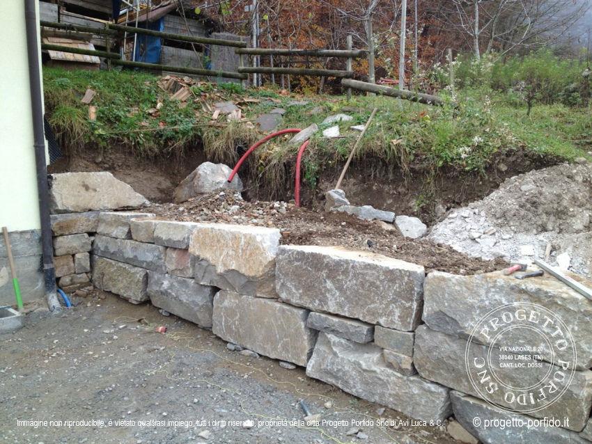 Come Costruire Un Muro Di Pietra.Muri A Secco Per Terrazzamenti Realizzati In Val Di Cembra Con Il
